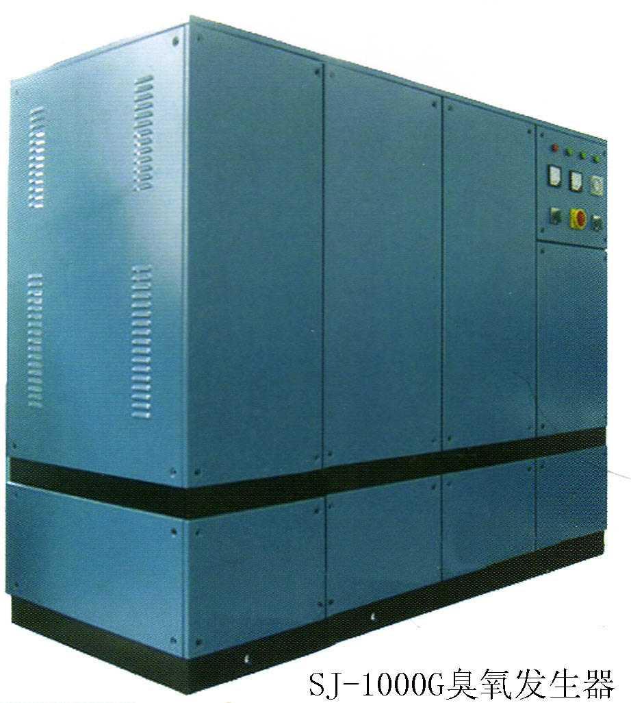 本公司自主开发的系列臭氧发生器采用高科技电晕放电技术制取臭氧,采用高频高压电源,节能环保;采用合金材料发生管,无污染, 无残留。 不使用氧气,运行成本低,且避免了氧气瓶带来的不便。 整体结构紧凑,外形体积小,重量轻,功率小,耗电少,安装操作简单容易,可全自动运行。 臭氧是利用高压电离空气中的氧气(O2),使其分解成为臭氧(O3)。臭氧在水中大约经过10小时左右的时间,就会全部氧化分解为氧气,可保持水的鲜活口感,并有效延长保质期。同时,臭氧发生器发生管的采用了优质合金材料不会对水造成二次污染。